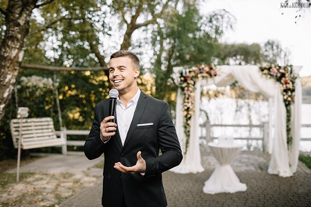 How to choose a Master of Ceremonies (MC) for your wedding