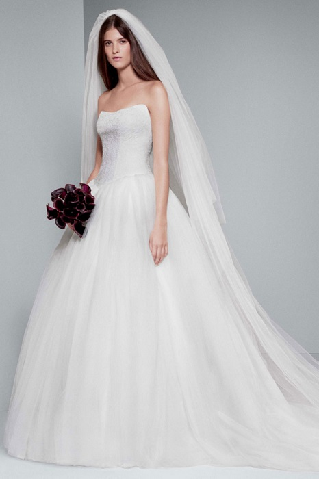 Davids Bridal Chantilly Lace Wedding Dress