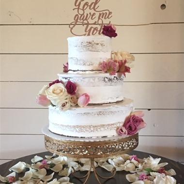 Gwen's Cake Decorating & Etc. wedding vendor preview