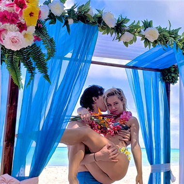 Hawaii beach Weddings - AIW wedding vendor preview