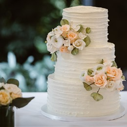 Photo of Cakes By Laura, Llc, a wedding cake bakery in Portland
